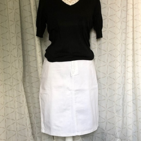 e3b49c6147 Banana Republic Dresses & Skirts - Banana Republic White Denim Skirt